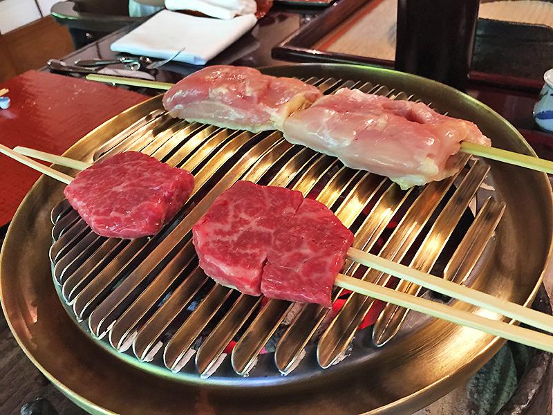 お肉が鉄板に飛び込みます