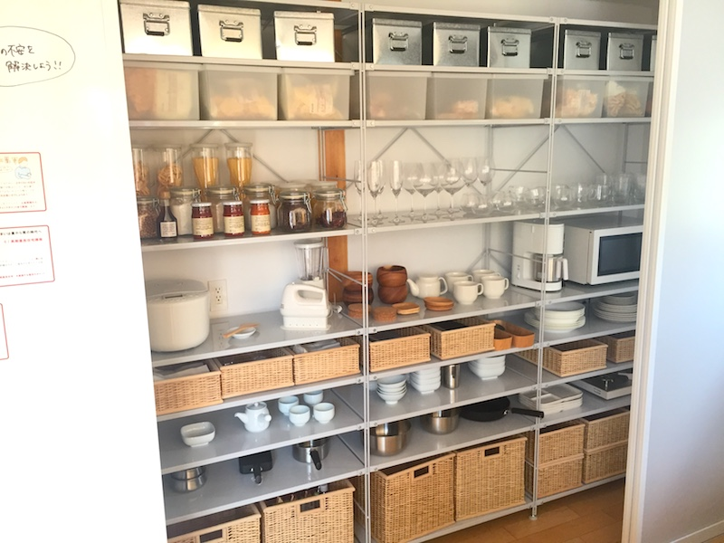 無印良品の家のキッチンの背面は収納スペース