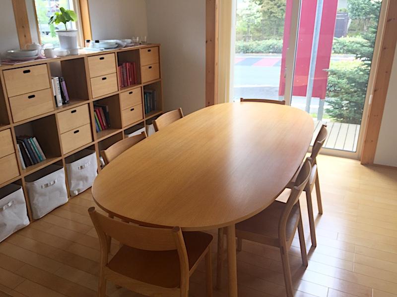 無印良品の家のダイニングはオーバル型テーブル