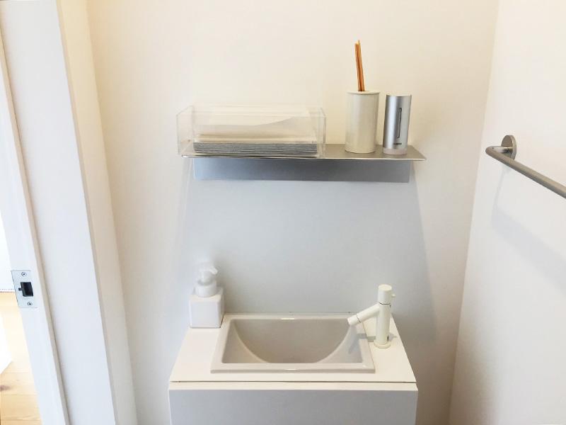 窓の家の手洗い