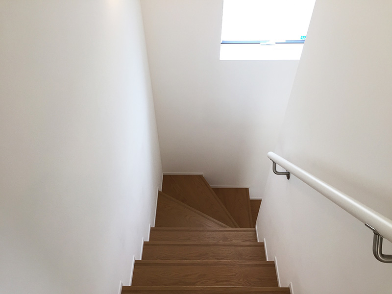 窓の家の階段