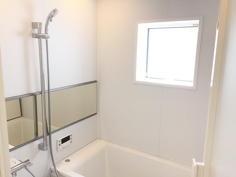 TOTO製のスクエア浴槽