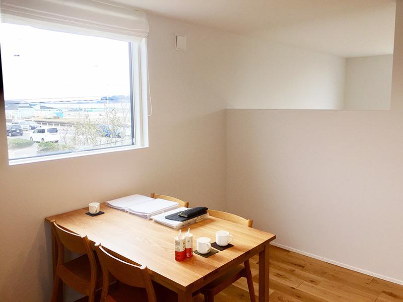 2階の主寝室はモデルハウスの商談スペース