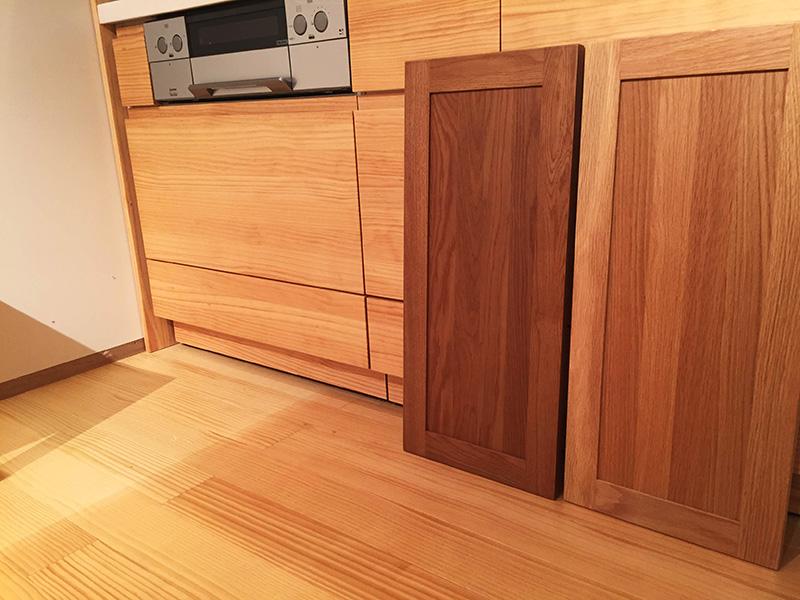 ウッドワンのキッチン扉で色比較