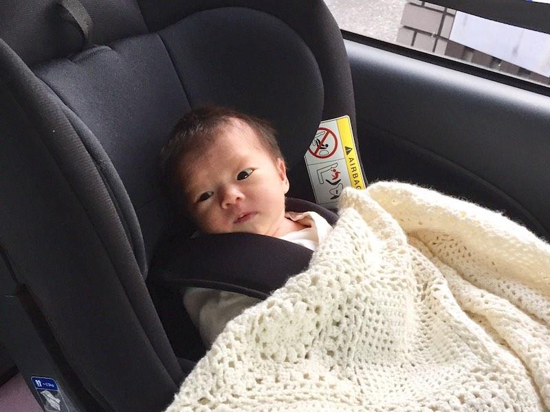 安心の日本製&シンプルな黒、新生児からのチャイルドシート選び
