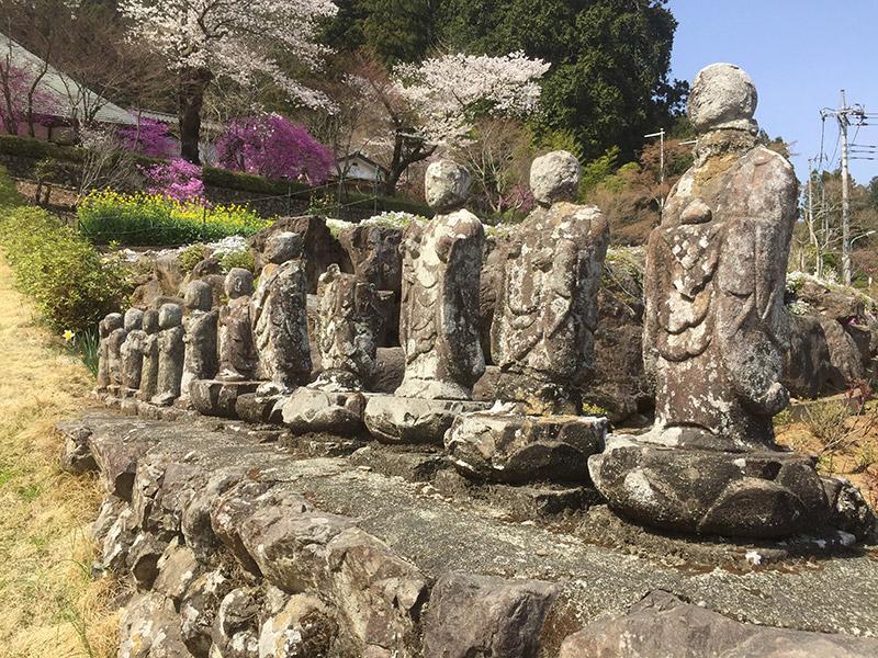 龍珠院の古い石仏