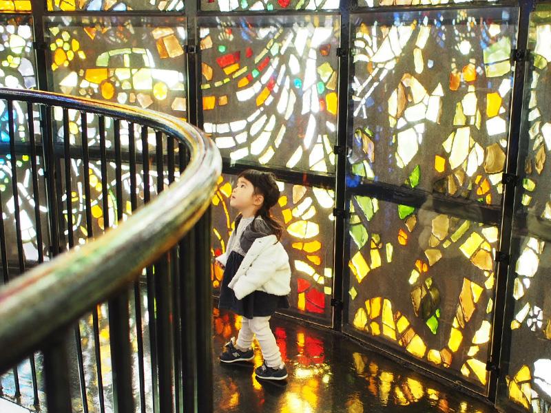 シンフォニー彫刻のステンドグラス