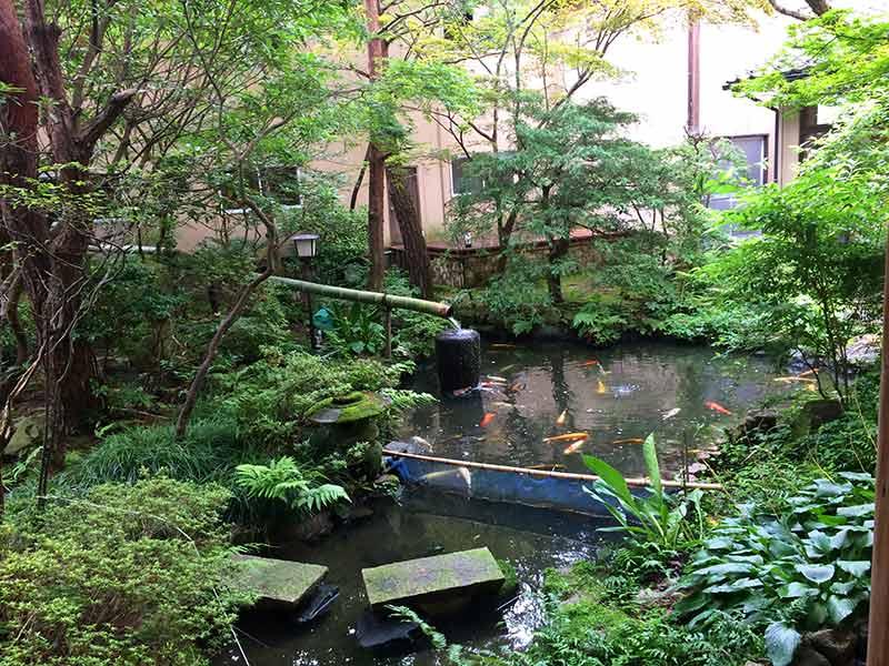 村上館湯伝の庭