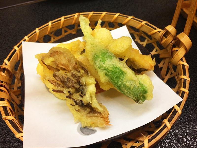 村上館湯伝の穴子の天ぷら