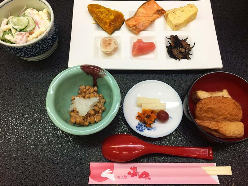 村上館湯伝の朝食