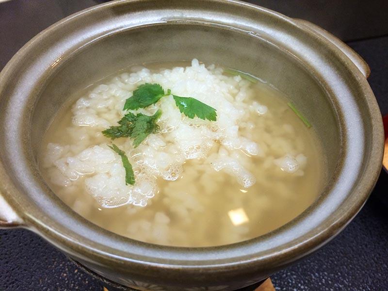 村上館湯伝のお粥