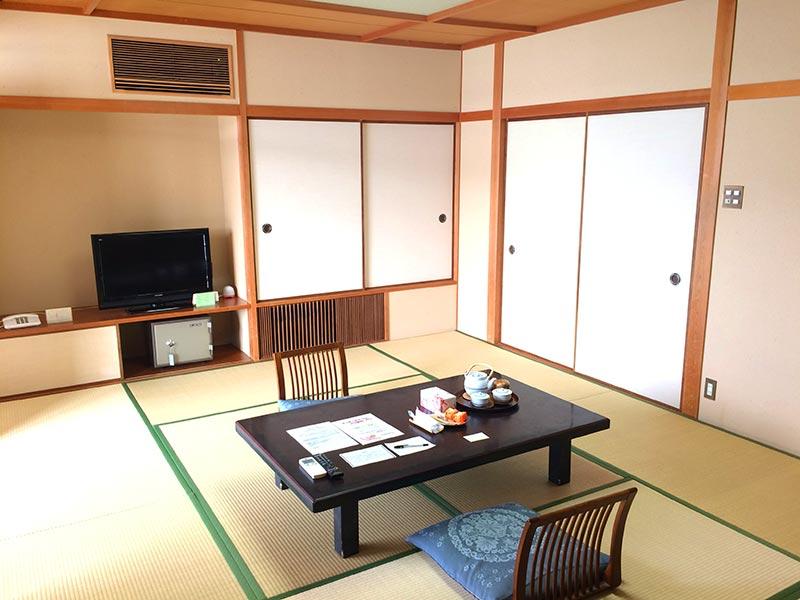ホテル中の島1号館の客室(テレビ側)