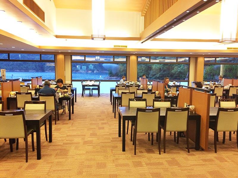 ホテル中の島海味彩の夕食会場