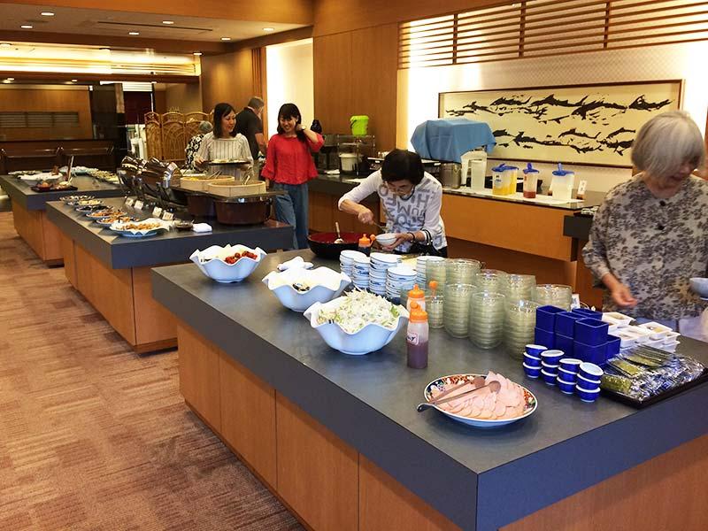 ホテル中の島朝食バイキング風景