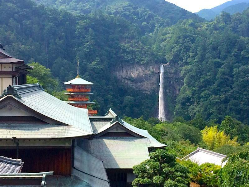 熊野那智大社からの那智の滝と三重塔