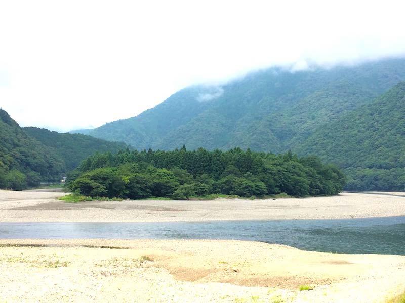 木津呂集落を流れる北山川