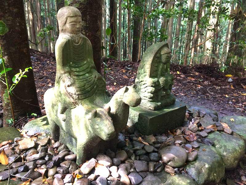熊野古道中辺路の牛馬童子像